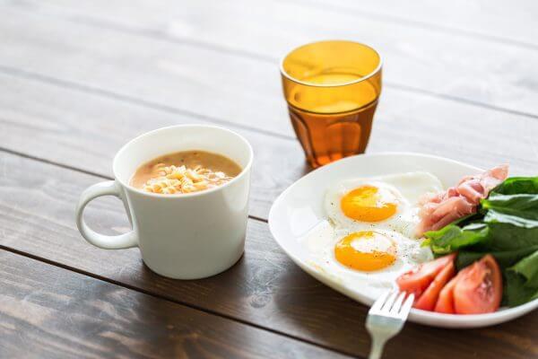 適正摂取カロリーを把握して過食を避ける。のアイキャッチ