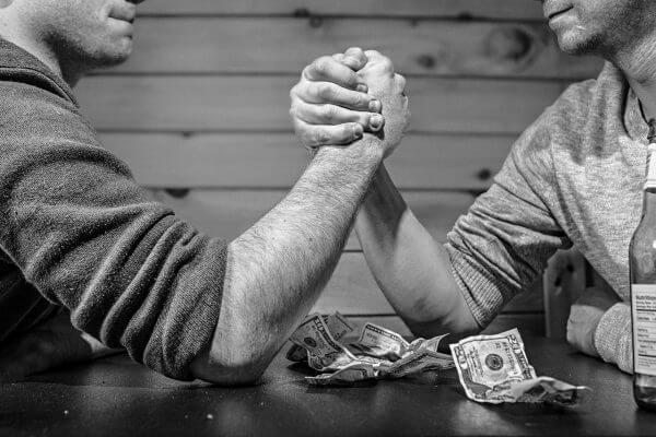 腕相撲が強くなる筋肉の部位とその鍛え方を紹介!のアイキャッチ