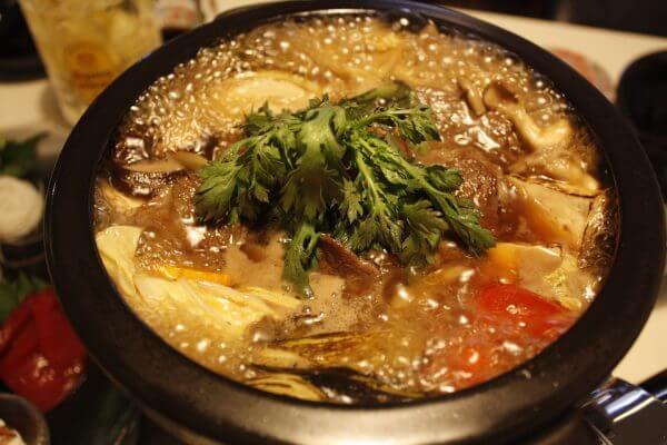 タンパク質がたっぷり摂れる筋トレ後に食べたいマッスル鍋のアイキャッチ