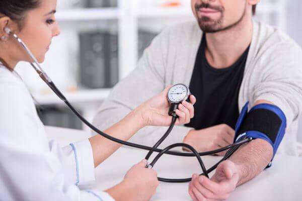 食事摂取基準2015を解りやすく翻訳 「生活習慣病-高血圧編」のアイキャッチ