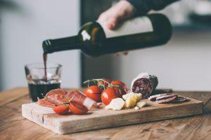 糖質オフ・糖質制限ダイエット中に飲んで良いお酒と夜食メニュー10選のアイキャッチ