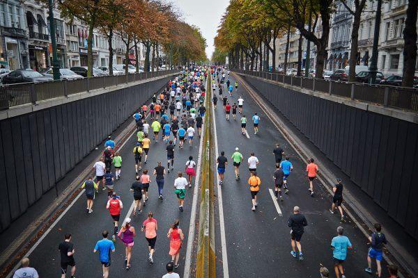 ハーフマラソンを完走するためのトレーニングメニューやコツのアイキャッチ