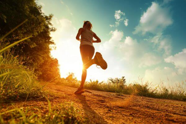 ダイエット目的のランニングは空腹で走るべし!空腹ランのメリットのアイキャッチ