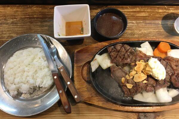 今日のお昼は、みんな大好き赤身ステーキで筋肉へご褒美です。のアイキャッチ
