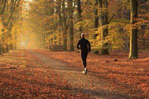 秋こそランニングを始める最適な時期!その理由とは?のアイキャッチ