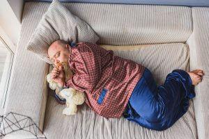 睡眠不足が肥満につながる理由と、正しい睡眠講座のアイキャッチ