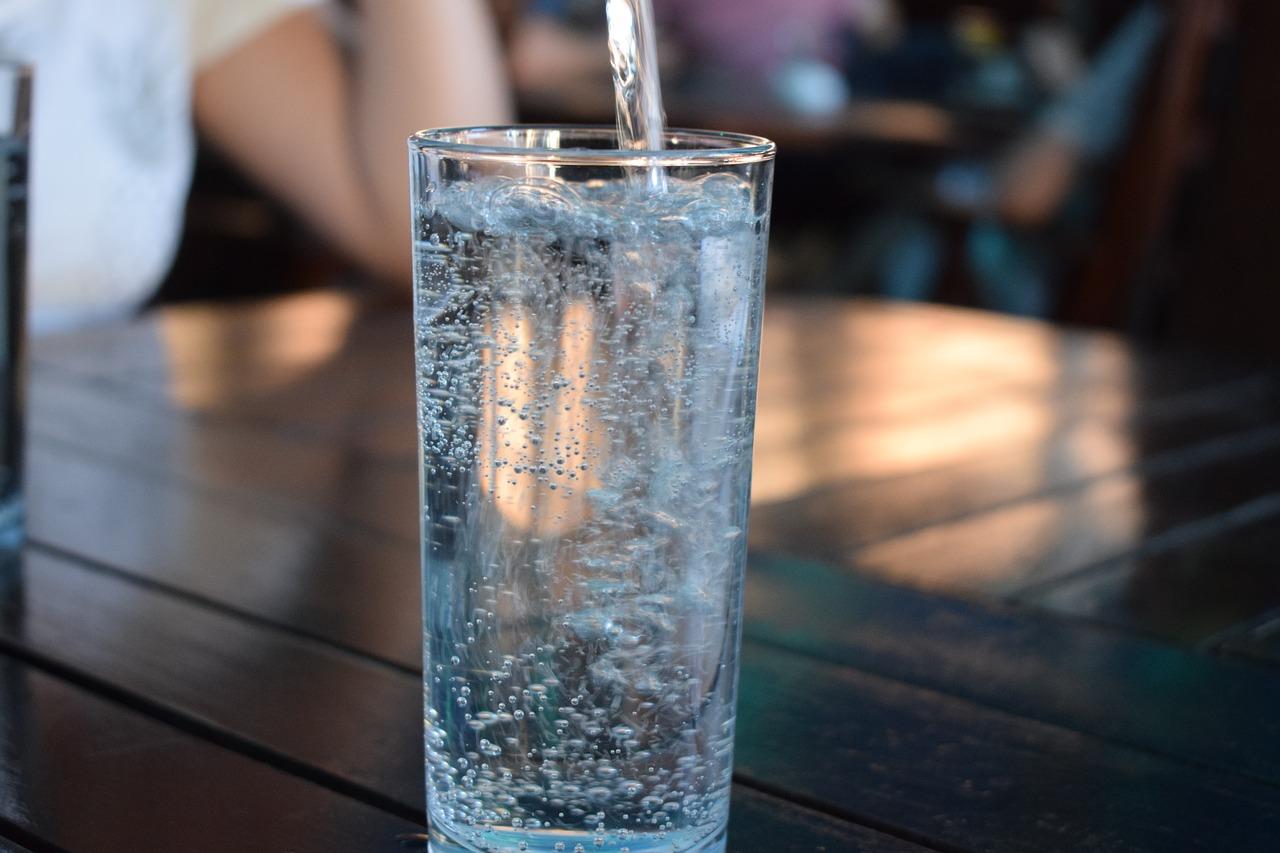人が1日で失う水分量は2.5L!? その内訳と水分をこまめにとるメリットのアイキャッチ