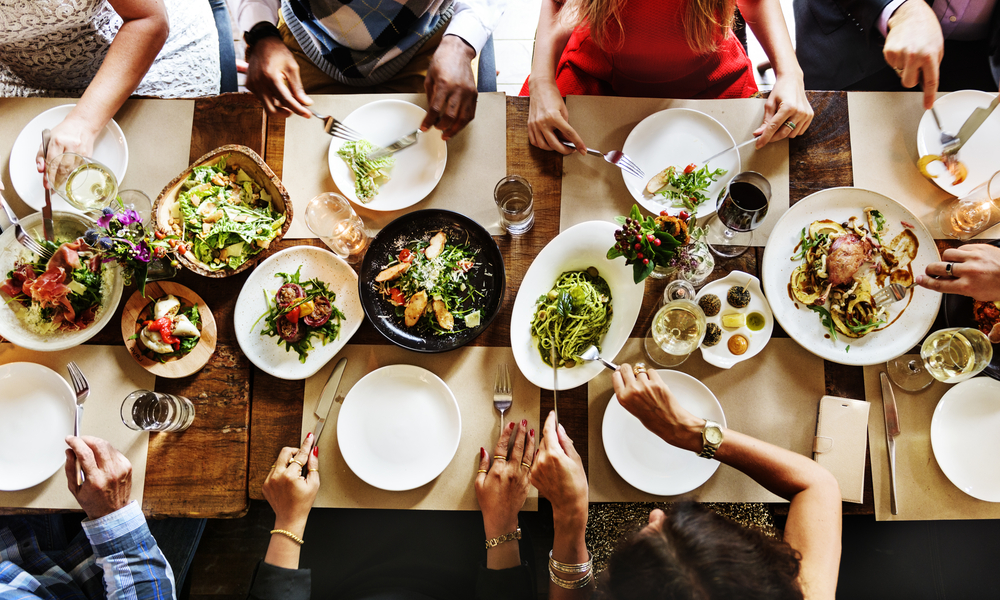 ダイエット中の外食を楽しむための店選びとメニュー選びのコツのアイキャッチ